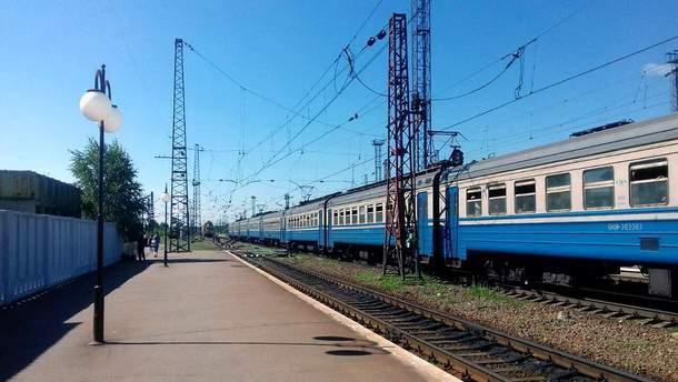 На Харьковщине электричка насмерть переехала мужчину