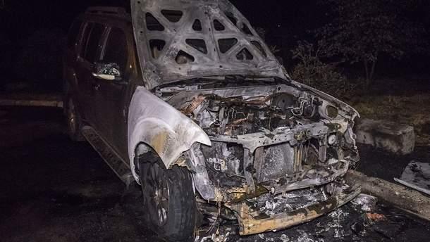 В Киеве неизвестные подожгли внедорожник