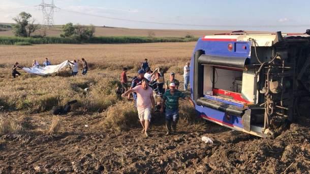 Число жертв аварии поезда в Турции увеличилось: погибли 24 человека