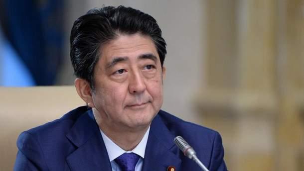 Премьер Японии отменил зарубежные поездки из-за сильных наводнений