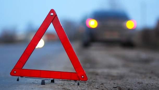 На Одесской трассе легковушка влетела в бригаду дорожных работников