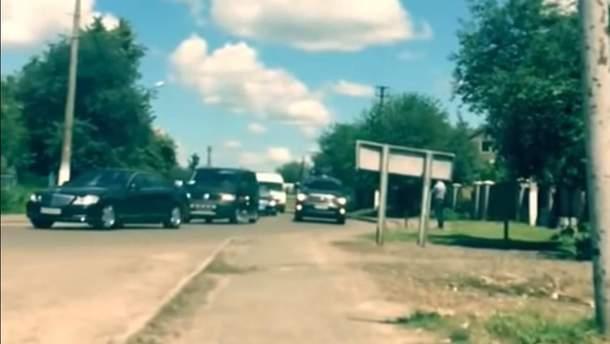 В сети появилось видео огромного кортежа Президента Украины Петра Порошенко