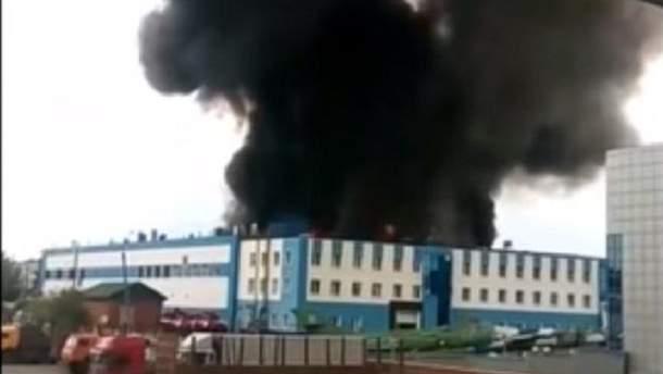 В российском Иркутске горит военный завод, который занимается производством самолетов истребителей СУ-30