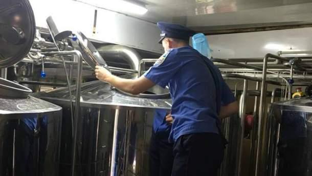 На Львовщине чиновники организовали подпольную пивоварню