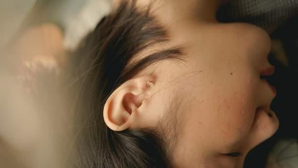 Что делать, если сера забила ухо