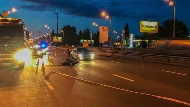 У Києві автомобіль патрульних став учасником потрійної ДТП
