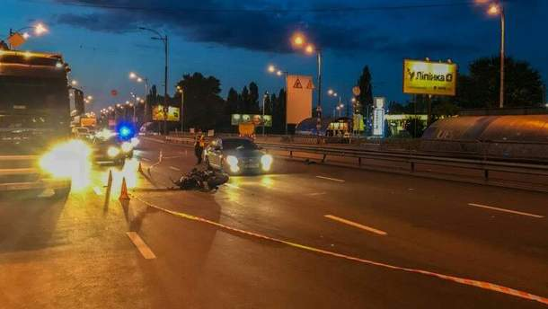 В Киеве автомобиль патрульных стал участником тройного ДТП