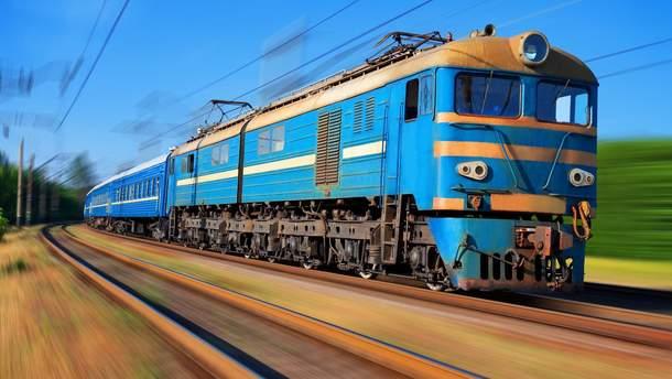 Во Львове поезд сбил двоих человек