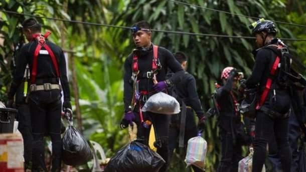 Из затопленной пещеры в Таиланде спасли всех детей и их тренера