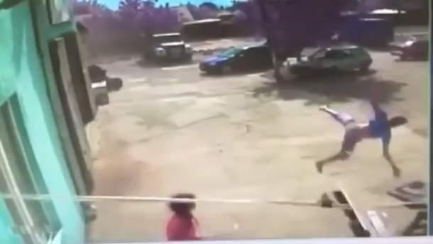 На Одещині смерч підняв у повітря хлопця