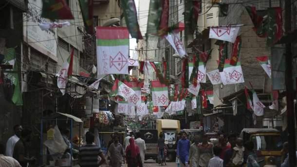 У Пакистані терорист-смертник підірвався на мітингу в місті Пешаварі
