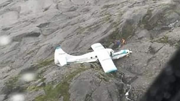 В горах Аляски упал пассажирский самолет