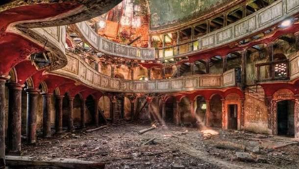Покинуті будинки очима фотографа