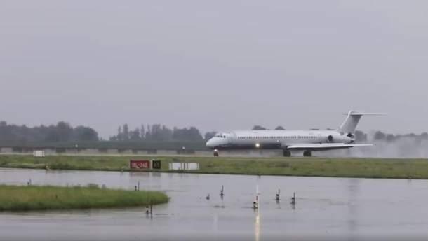 """Літак Anda Air аварійно приземлився у """"Борисполі"""""""