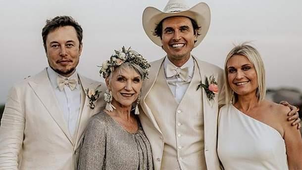 Сім'я Масків (зліва направо): Ілон, Мей, Кімбал і Тоска Маск