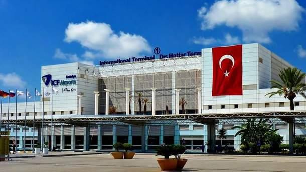 Рейс українських відпочивальників у Туреччині знову перенесли