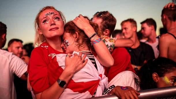 Английские фанаты не смогли скрыть свое разочарование после проигрыша сборной