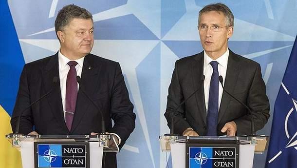 Йенс Столтенберг проводит встречу с Порошенко