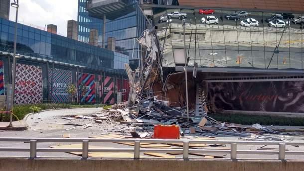 Торговый центр в считанные секунды рухнул в Мехико: жуткие кадры
