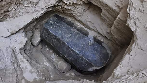 В Египте археологи хотят открыть древний саркофаг