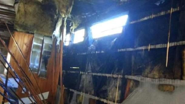 На українському курорті згоріла база відпочинку, люди дивом не постраждали