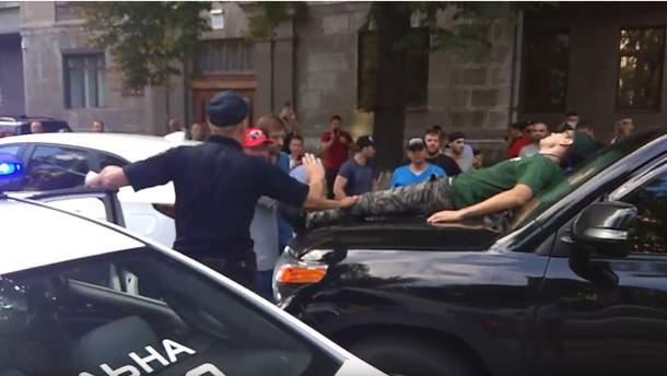 Правоохранители уже успели задержать одного правонарушителя