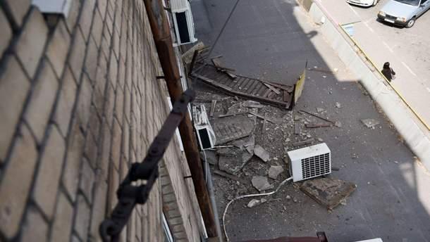 Во Львове обвалился балкон с мужчиной