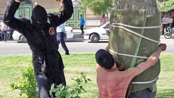 В Иране жестоко наказали мужчину за выпитый 10 лет назад алкоголь