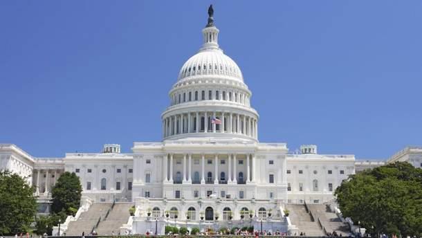 Демократы в Конгрессе США требуют у Трампа отменить встречу с Путиным