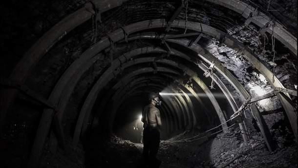 На Луганщині майже 90 шахтарів заблоковані під землею