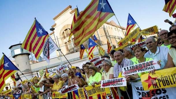В Барселоне более 100 тысяч человек требовали освобождения лидеров Каталонии