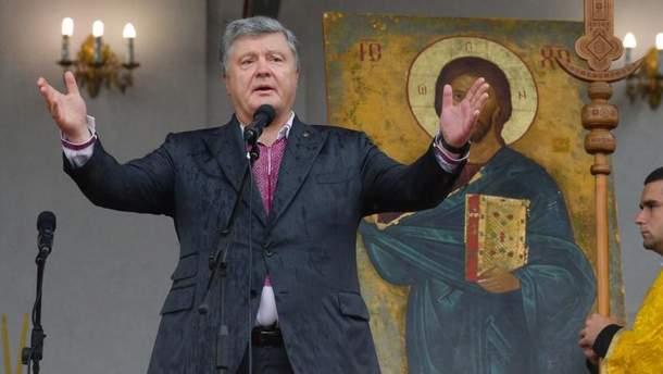 Порошенко: Константинопольська церква– це церква-мати для українських православних, а Москва, яка претендує на материнство,– насправді дочірня щодо Києва