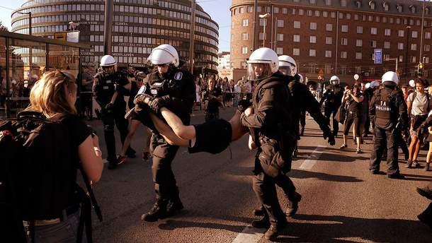 Волна протестов в Хельсинки