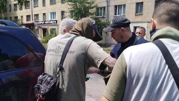 """Активісти """"Правого сектора"""" не дали відутися підпільному зльоту комуністів у Кривому Розі"""