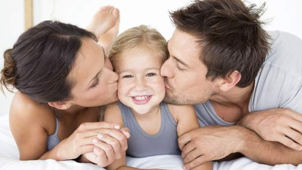 Чем опасна болезнь поцелуев для детей