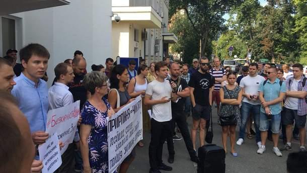 Активисты под МВД устроили акцию