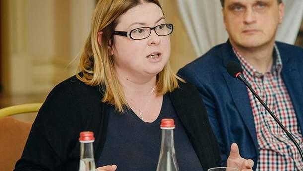 Екатерину Гандзюк перевозят в Киев