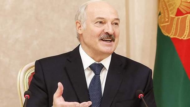 Лукашенко шутливо прокомментировал слухи об инсульте