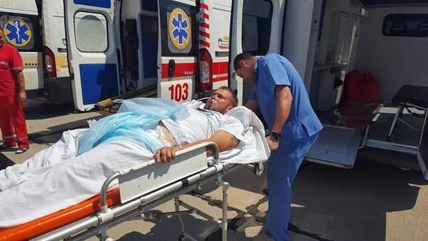 В киевский госпиталь привезли раненых на Донбассе