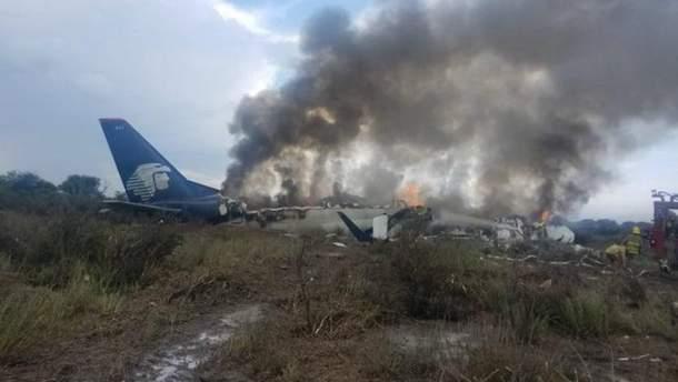 Появилось видео из салона пассажирского самолета, который разбился в Мексике