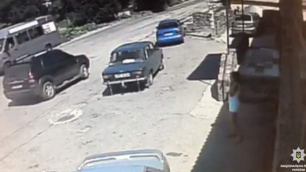 В Днепре неизвестный выстрелил девушке в лицо