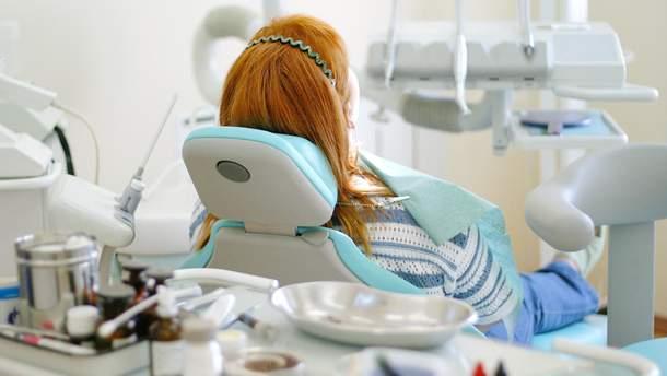 Оприлюднено можливі причини смерті жінки на прийомі у стоматолога в Києві
