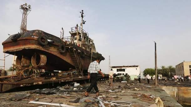За портове єменське місто Ходейда триває запекла боротьба