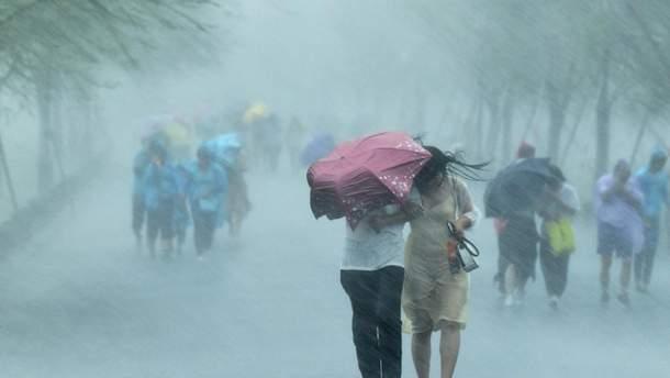 На Шанхай обрушився тропічний шторм