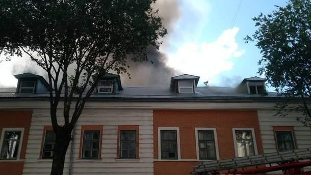 Ликвидировать масштабное возгорание в Харькове удалось утром 3 августа