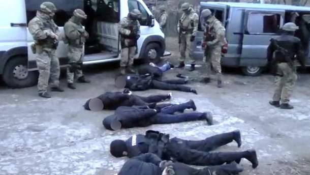 Правоохоронці виявили групу фейкових поліцейських