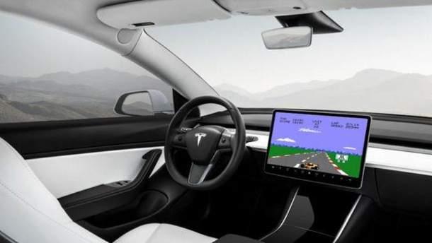 Автомобілі Tesla зможуть позмагатися із Xbox та PlayStation