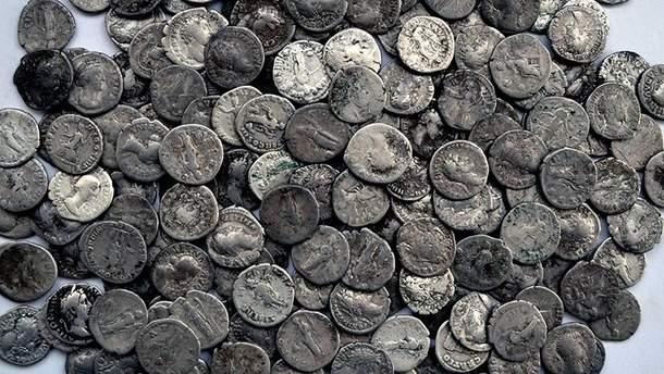 Монеты, которым около 2 тысяч лет, пытались вывезти в Италию