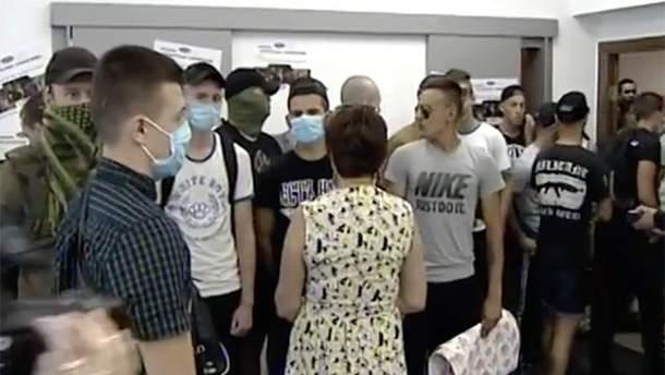 """Нападение на пресс-центр """"Украинские новости"""""""