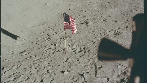 Опубліковано аудіозаписи перемовин під час висадки астронавтів на місяць
